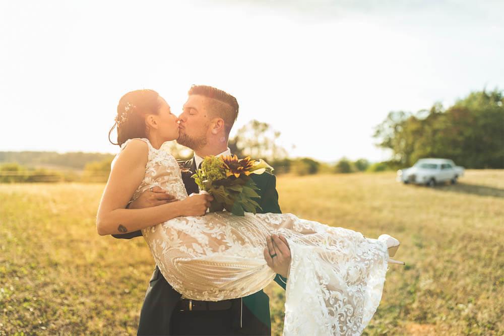 Brautpaar mit Oldtimer Brautstrauß Hochzeitsfotograf Hannover