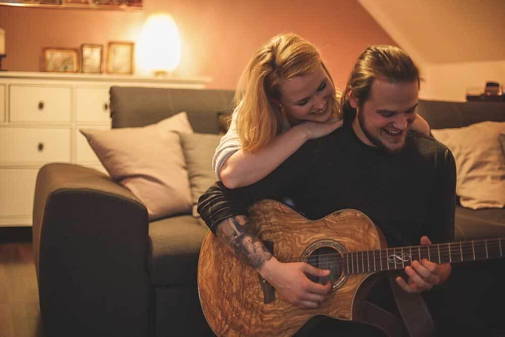 Engagementshooting mit Gitarre Hochzeitsfotograf Hannover Seelze