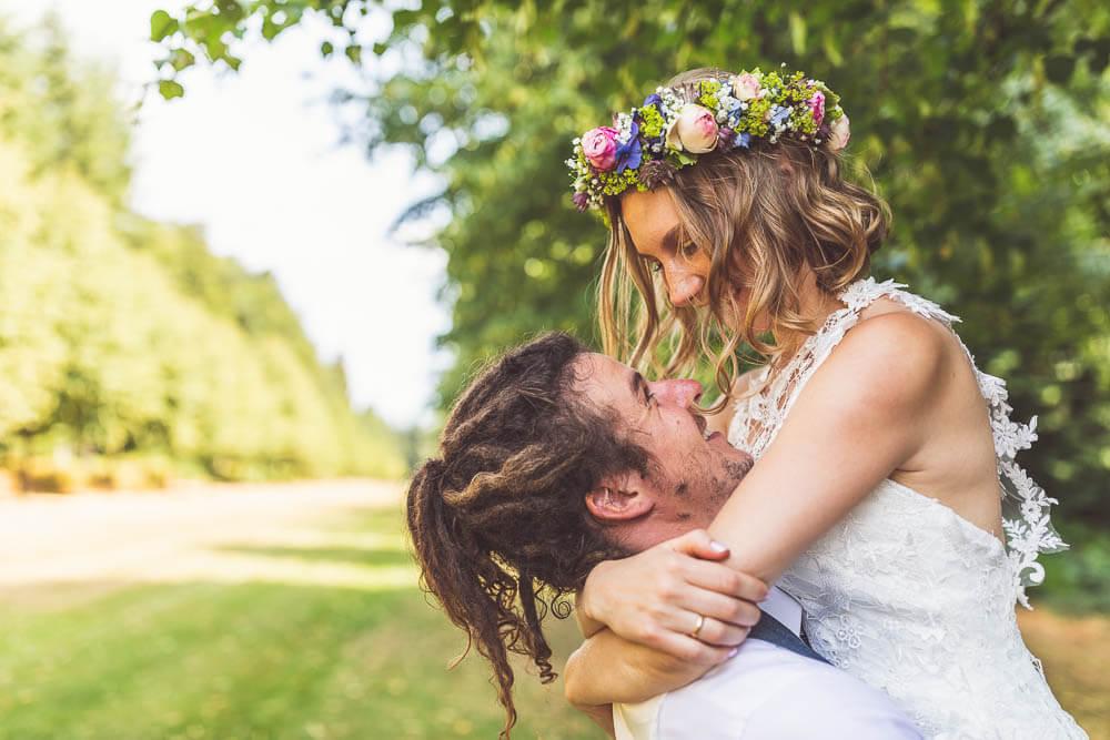Brautpaar mit Haarkranz Brautpaarshooting