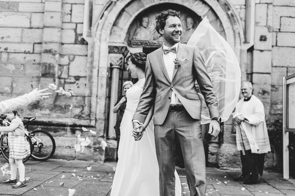 Brautpaar vor der Kirche Hildesheim